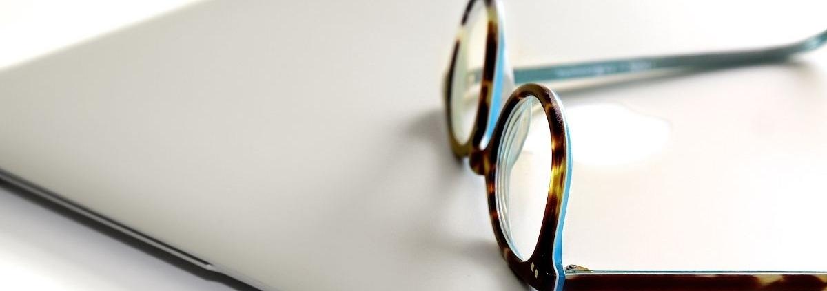 Laptop_szemüveg_kutatás